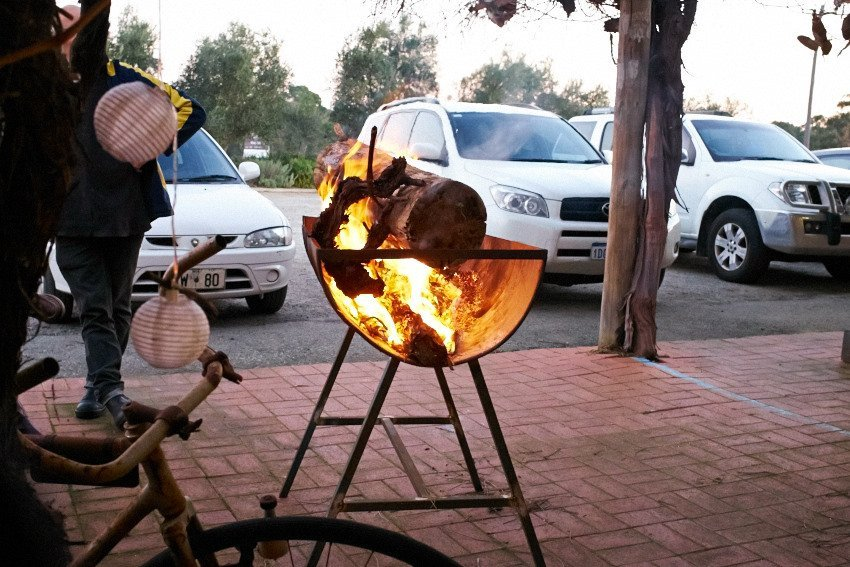 Burgers by the fire at Edgecombe Brothers, Swan Valley